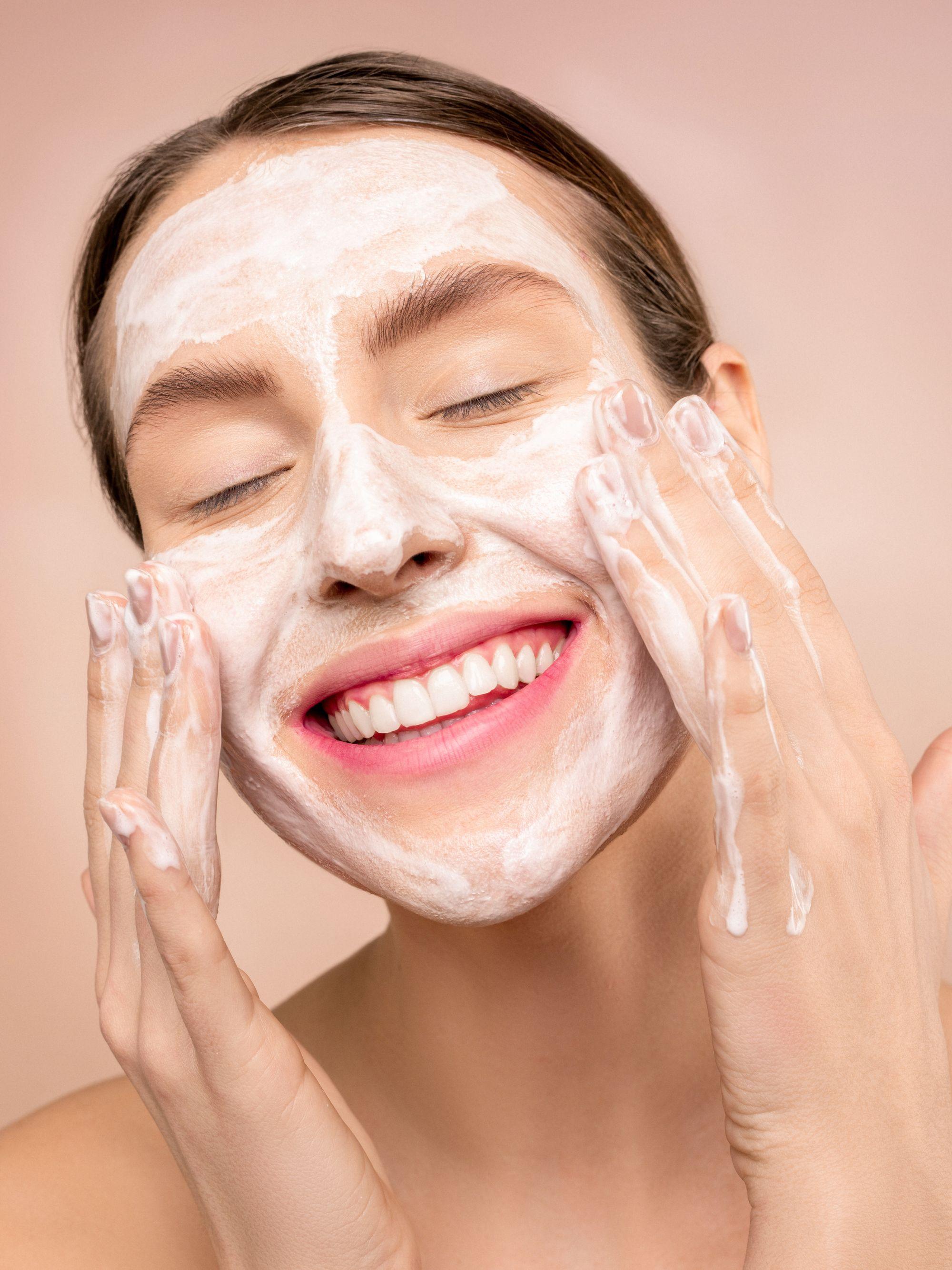 Sabonete facial: o primeiro produto de todo skincare de sucesso