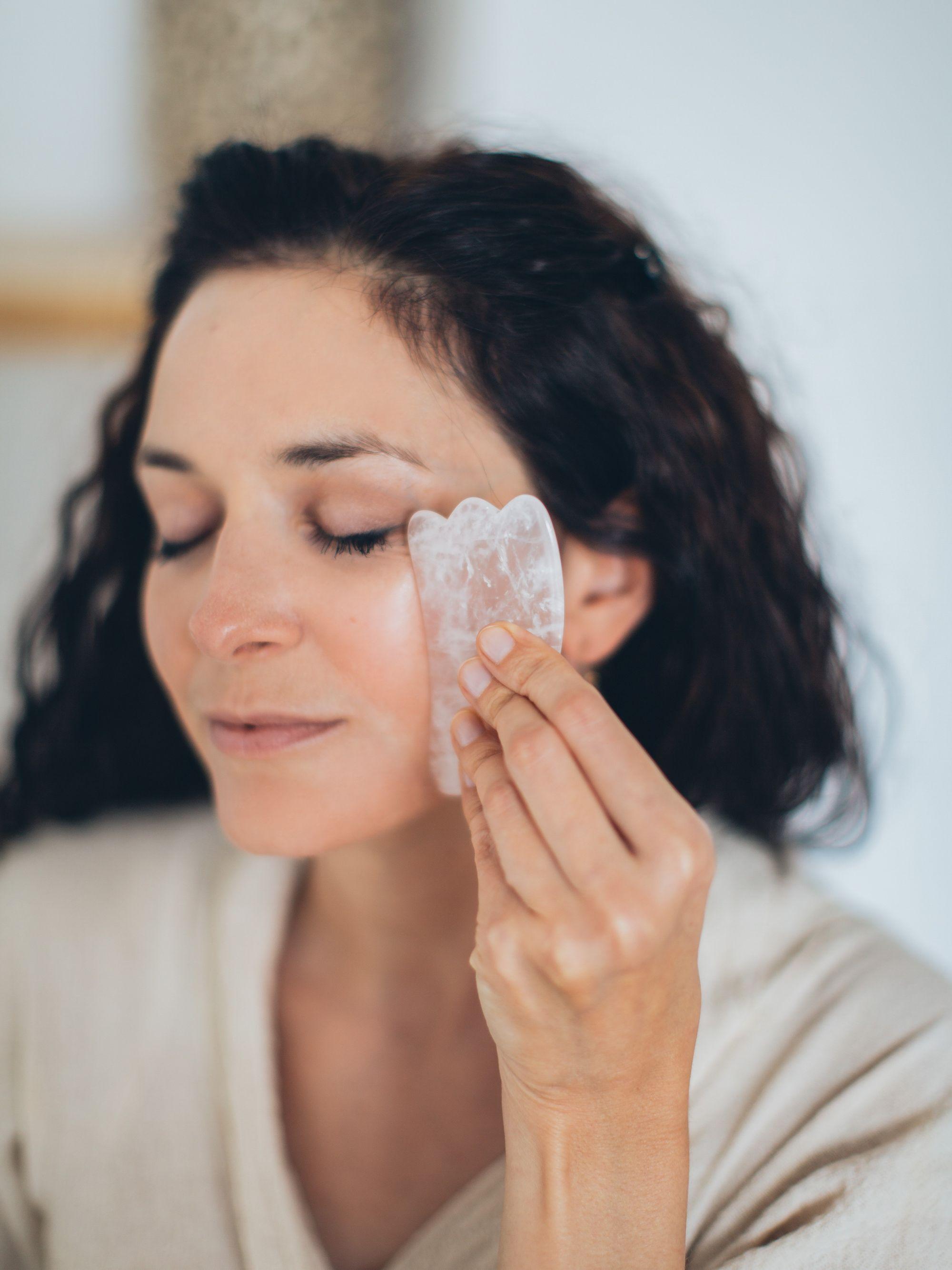 Massagem facial: a técnica milenar que vem ganhando espaço no skincare